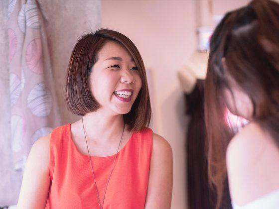 femme asiatique qui magasine